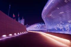 SEOUL SYDKOREA - MARS 15: Dongdaemun designPlaza Royaltyfri Fotografi