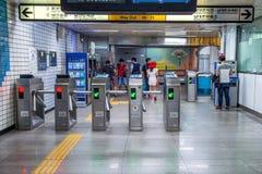 SEOUL SYDKOREA - SEPTEMBER 20: Ingång till tunnelbanastationen i Seoul Arkivfoton