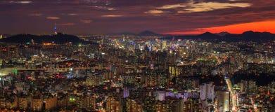 Seoul torn och i stadens centrum horisont Royaltyfri Foto