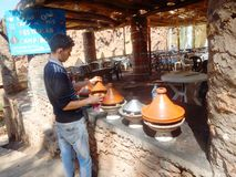 17 Sep 2013 - Ouarzazate, het koken van Marokko - Tajine- Royalty-vrije Stock Afbeelding