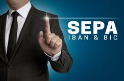 SEPA-touchscreen wordt in werking gesteld door zakenman royalty-vrije stock foto