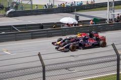 SEPANG - 29-ОЕ МАРТА: Daniil Kvyat против Макса Verstappen Стоковые Изображения