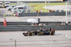 SEPANG - 28. MÄRZ: Pastor Maldonado in qualifizierender Sitzung Stockbild
