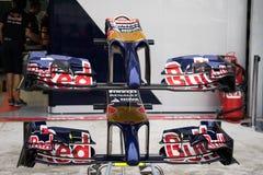 SEPANG - 28. MÄRZ: Vorderer Flügel von Scuderia Toro Rosso Stockfoto