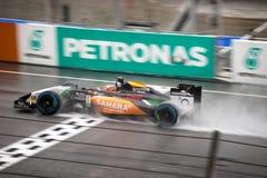 SEPANG - 29 MAART: Nico Hulkenberg Driving Pass Finish-lijn in r Royalty-vrije Stock Afbeeldingen