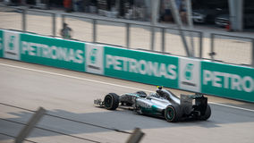 SEPANG - 30 MARS : Lewis Hamilton Driving Leader Photographie stock