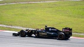 SEPANG - MARS 27: Romain Grosjean i den första kurvan Arkivfoton