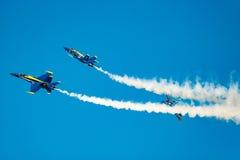 Separación de la demostración del vuelo de los ángeles azules Imagenes de archivo