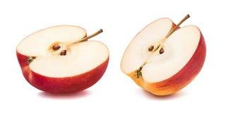 Separat halva för rött äpple som isoleras på vit bakgrund arkivbilder