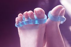 Separatore del dito del piede ai chiodi di pedicure Immagine Stock