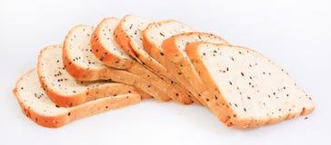 Separe el pan marrón del trigo integral de la rebanada fotografía de archivo libre de regalías