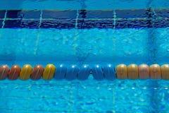 Seperator olympique de ruelle de piscine photographie stock