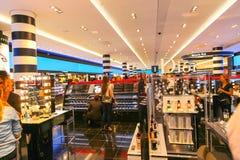 Sephora Perfume och skönhetsmedel shoppar - Paris Arkivbild