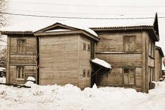 Старый русский деревенский дом. Sepia. Стоковое Изображение