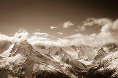Sepia bergen bij zondag Royalty-vrije Stock Foto