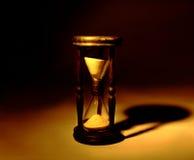 Sepia de madeira do hourglass fotografia de stock royalty free