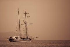 Sepia do navio de navigação tonificado. Imagens de Stock Royalty Free
