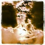 Drastischer Sepia-Himmel Stockfotografie