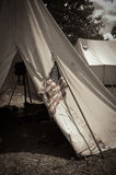 Sepia het Kamp van de Burgeroorlog met Amerikaanse Vlag Stock Fotografie
