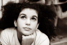 Sepia meisje het dromen Royalty-vrije Stock Afbeeldingen