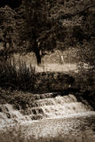Sepia-Strom-Wasserfall, ländliches Gehen Stockbilder