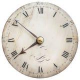 Sepia tonad bild av en gammal klockaframsida som isoleras på vit arkivfoton