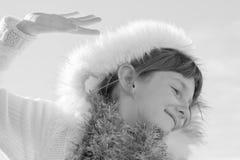 Sepia tonte Bild der tragenden Eskimo angeredeten Pelz getrimmten Haube des behaarten Mädchens des jungen Mädchens Lizenzfreie Stockfotos