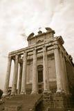 Sepiabild av templet av Antoninus och Faustina som byggs i ANNONS 141, på Roman Forum, Rome, Italien, Europa Arkivbild
