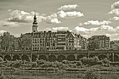 Sepiafoto av en gammal stad av Glogow, Polen royaltyfri bild