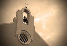 Sepiakors och klocka på kyrka Royaltyfri Bild