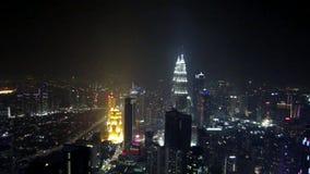 SEPT. 29-ое Kuala Лумпура: Городской пейзаж Куалаа-Лумпур во время наступления ночи сток-видео