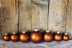 Sept boules de Noël colorées par cuivre Image libre de droits