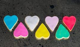 Sept coeurs multicolores colorés images libres de droits