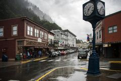 SEPT. 1 JUNEAU, АЛЯСКИ, 2017: Городской Juneau Аляска когда он шел дождь Juneau столица положения Аляски Стоковая Фотография