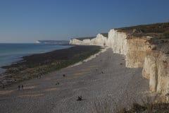 Sept soeurs, East Sussex, Angleterre - cieux bleus, eaux et falaises blanches photographie stock
