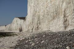 Sept soeurs, East Sussex, Angleterre ; cieux bleus lumineux et falaises blanches images stock