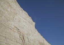 Sept soeurs, East Sussex, Angleterre - les falaises de craie et les cieux bleus photo libre de droits