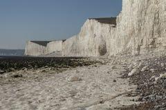 Sept soeurs, East Sussex, Angleterre ; plage blanche et cieux bleus photo libre de droits