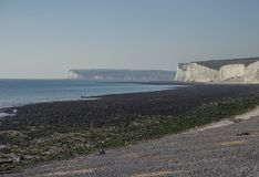 Sept soeurs, East Sussex, Angleterre, R-U ; une vue d'une plage verte photo stock