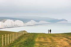 Sept soeurs marquent des falaises à la craie le Sussex est Angleterre R-U photo stock