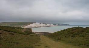 Sept soeurs marquent des falaises à la craie le Sussex est Angleterre R-U photos libres de droits
