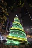 Sept vers le haut de l'arbre de Noël de bouteille la nuit Photographie stock