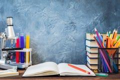 1. September Bildungspostkarte, Lehrertag, zurück zu Schulcollege, Versorgungen Lizenzfreie Stockbilder