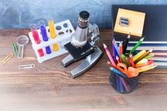 1. September Bildungspostkarte, Lehrertag, zurück zu Schulcollege, Versorgungen Stockfotos