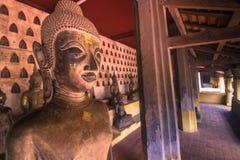 25 september, 2014: Boeddhistische standbeelden in Sisaket-tempel in Vienti Stock Afbeeldingen