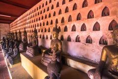 25 september, 2014: Boeddhistische standbeelden in Sisaket-tempel in Vienti Stock Fotografie