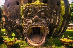 26 september, 2014: Boeddhistische steenstandbeelden in het Park van Boedha, Laos Stock Fotografie