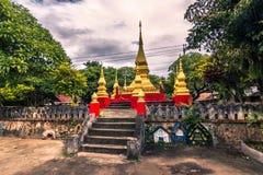 September 20, 2014: Buddistisk stupa i Luang Prabang, Laos royaltyfri fotografi
