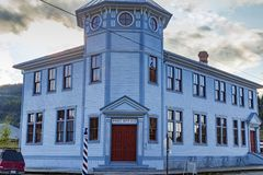 September 15 2018 Dawson Canada Gammalt hus i Dawson Yukon Canada royaltyfri bild