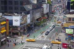 - 21 SEPTEMBER: De politieman berijdt de stad in haar paard in New York op de hoofdstraat, Manhattan op 21 September, 2012 Royalty-vrije Stock Fotografie